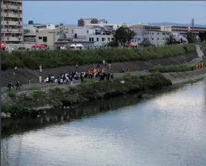 大和川で9歳男児発見も意識不明