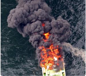 大黒ふ頭で船舶火事
