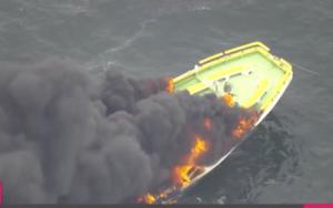 横浜港ベイブリッジ付近の船舶火事